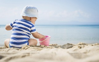 Προστατέψτε το δέρμα του μωρού σας από τον ήλιο!